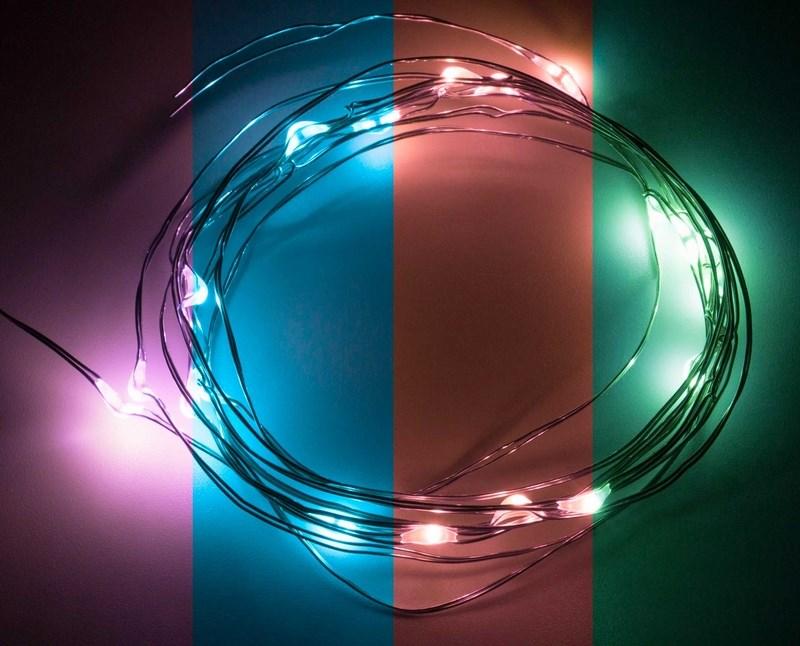 Гирлянда Neon-Night Роса, светодиодная, 20 LED, цвет: красный, зеленый, синий, 2 м303-009Гирлянда светодиодная Роса состоит из тонкого провода длиной 2 м с расположенным на нем 20 светодиодами цвета свечения RGB, а также батарейного блока. Блок крепится на дополнительный провод 30 см. Питание осуществляется при помощи 3 батареек типа AA. Данная гирлянда найдет свое применение в дизайнерских решениях внутри помещений при украшении предметов интерьера, растений и даже букетов цветов.