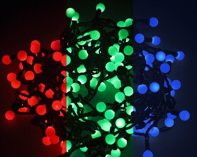 Гирлянда Neon-Night Шарики, светодиодная, 80 LED, диаметр 23 мм, 10 м303-519Гирлянда LED - шарики представляет собой электрический шнур, имеющий длину 10 или 20 м, на котором располагаются сверх яркие светодиодные лампы, изготовленные в виде шариков с диаметром 1,3-4,5см. Светодиоды по сравнению с миниатюрными лампами накаливания имеют целый ряд существенных преимуществ. Их отличает чистое и яркое свечение, огромный ресурс, прочность, незначительное потребление энергии, надежность. Гирлянда LED - шарики обладает эффектом смены цветов. Такая гирлянда позволяет получить неповторимые светодинамические картины, коренным образом отличающиеся от существующих сегодня типов световых эффектов.Гирлянда LED - шарики великолепно подходит для украшения витрин магазинов, помещений, больших интерьерных и уличных елок, превращая их в настоящие произведения искусства. Благодаря хорошей влагозащищенности гирлянду можно использовать как в помещении, так и на улице.Данная гирлянда имеет длину 10м. на которой равномерно расположены 80 шариков диаметром 23мм с цветом свечения RGB.