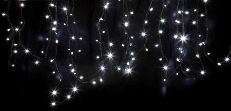 Гирлянда модульная Neon-Night Дюраплей, светодиодная, 120 LED, каучуковый провод, цвет: черный, белый, 12 м315-135Светодиодная гирлянду «Дюраплей Led» изготавливают в виде эластичного кабеля со встроенными светодиодами с шагом ламп 10 см. Предусмотрена возможность последовательного подключения. гирлянд. Максимальная длина гирлянды может достигать 300 м! Максимальное количество гирлянд подключаемых в одну цепь - 15.Эта ударопрочная и влагостойкая конструкция идеально подходит для применения на наружных объектах. Высокая степень современной влагозащиты дает возможность для использования гирлянды в сложных климатических условиях. Она нашла широкое применение при подсветке фасадов зданий, новогодних елок, ограждений, мостов, деревьев, арок, магазинов. Великолепно подходит для красочного оформления витрин.Отличительными чертами «Дюраплей Led» стали повышенная яркость излучаемого света, низкое энергопотребление и непревзойденная надежность.В данном комплекте 3 модуля по 4 м с белым цветом свечения светодиодов.