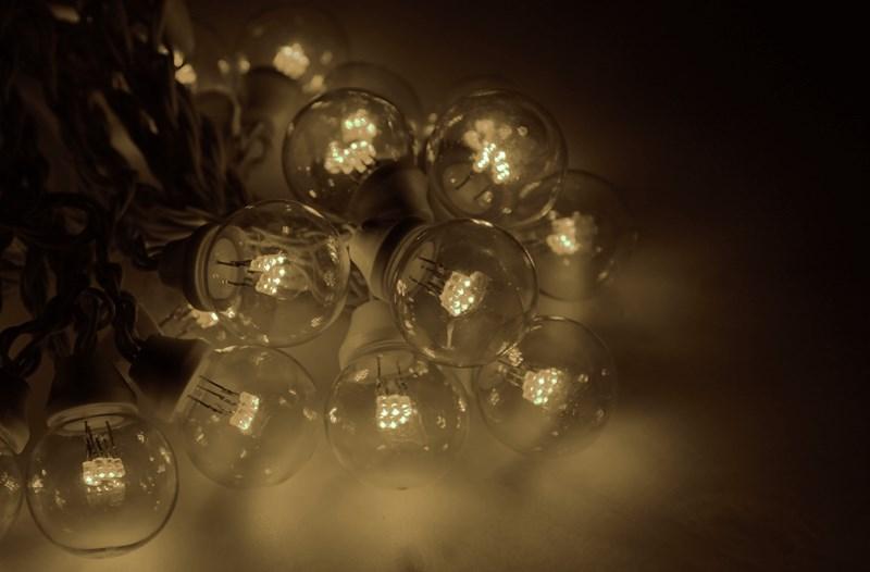 Гирлянда Neon-Night Galaxy Bulb String, светодиодная, влагостойкая, 30 ламп х 6 LED, каучуковый провод, цвет: черный, теплый белый, 10 м гирлянда neon nigh айсикл светодиодная бахрома каучуковый провод цвет черный синий 4 0 х 0 6 м