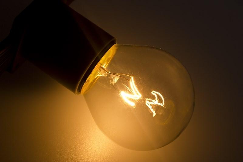Лампа Neon-Night, цвет: прозрачный, цоколь Е27, 10 Вт, 10 шт401-119Декоративные лампы накаливания используются с гирляндой Belt Light и служат для придания свечению нужного цвета, который позволит создать праздничную атмосферу и украсить не только уличные элементы, но и интерьеры помещений. Колба лампы имеет форму шара, что позволяет увеличить площадь свечения и насыщенность светом окружающего пространства. Стекло лампы окрашено специальной влагостойкой светопропускающей краской придающей свету нужный оттенок. Декоративная лампа имеет стандартный цоколь Е27, при помощи которого установка является весьма простой процедурой не занимающей много времени. Потребление лампы составляет всего 10Вт, что позволяет снизить затраты на электроэнергию. Специальная конструкция лампы разработана таким образом, что при выходе из строя одной лампы все остальные в гирлянде Belt Light остаются работать, что позволяет без труда отыскать перегоревшую лампу и заменить. Лампы используются с гирляндами Belt Light двух или пятижильными, а при использовании специального контроллера можно создать различные динамические эффекты. В комплект входят 10 ламп. Цвет свечения: тепло-белый. Степень защиты: IP65. Напряжение: 220В. Температурный режим: -50 до +60°C.Размер (диаметр) лампы: 45 мм.
