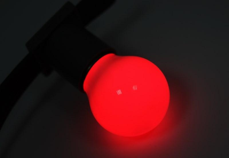 Лампа шар Neon-Night, светодиодная, 3 LED, цоколь Е27, цвет: красный, диаметр 45 мм405-112Декоративные светодиодные лампы используются с гирляндой Belt Light и служат для украшения улиц, фасадов зданий и интерьеров. Колба лампы имеет форму шара диаметром 45мм, что позволяет увеличить площадь свечения и насыщенность светом окружающего пространства. Она выполнена из ударопрочного цветного поликарбоната. Декоративная лампа имеет стандартный цоколь Е27, при помощи которого установка является весьма простой процедурой не занимающей много времени. Суммарная мощность светодиодов составляет всего 1Вт, что позволяет снизить затраты на электроэнергию и подключить гирлянду большей длины. Светодиодные лампы используются с гирляндами Belt Light двух или пятижильными, а при ипользовании специального контроллера можно создать различные динамические световые эффекты.