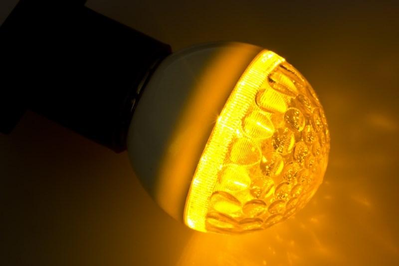 Лампа-шар Neon-Night, светодиодная, 9 LED, цоколь Е27, цвет: желтый, диаметр 50 мм405-211Декоративные светодиодные лампы используются с гирляндой Belt Light и служат для украшения улиц, фасадов зданий и интерьеров. Колба лампы имеет форму шара диаметром 50 мм, что позволяет увеличить площадь свечения и насыщенность светом окружающего пространства. Она выполнена из ударопрочного поликарбоната. Декоративная лампа имеет стандартный цоколь Е27, при помощи которого установка является весьма простой процедурой не занимающей много времени.Суммарная мощность светодиодов составляет всего 3Вт, что позволяет снизить затраты на электроэнергию и подключить гирлянду большей длины. Светодиодные лампы используются с гирляндами Belt Light двух или пятижильными, а при использовании специального контроллера можно создать различные динамические световые эффекты.