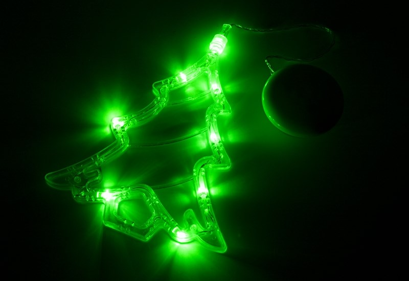 Фигура светодиодная Neon-Night Елочка, на присоске с подвесом, цвет: зеленый501-017Фигура светодиодная Neon-Night выполнена из пластикового короба в форме Елочки, внутри которого равномерно расположены 8 светодиодов зеленого цвета свечения. Фигура крепится на ровную гладкую поверхность на присоску, которая расположена на батарейном блоке на расстоянии 20 см от фигуры на подвесе. Питание осуществляется при помощи 3 батареек типа AAA.
