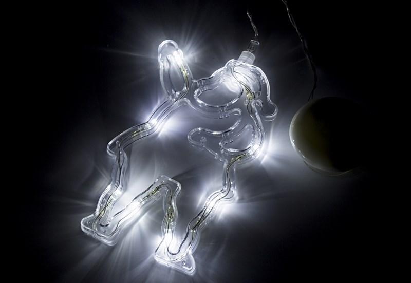 Фигура светодиодная Санта Клаус на присоске с подвесом, БЕЛЫЙ501-018Фигура светодиодная выполнена из пластикового короба в форме Санта Клауса внутри которого равномерно расположены 8 светодиодов белого цвета свечения. Фигура крепится на ровную гладкую поверхность на присоску, которая расположена на батарейном блоке на расстоянии 20 см от фигуры на подвесе. Питание осуществляется при помощи 3 батареек типа AAA.