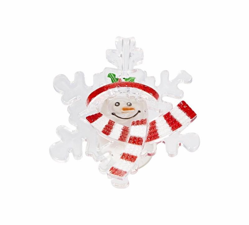 Фигура светодиодная на присоске Снежинка со снеговиком, RGB501-021Фигура светодиодная выполнена из пластика в виде Снежинки со снеговиком. В центре фигуры расположен яркий RGB светодиод, который непрерывно меняет цвет свечения. С тыльной стороны фигуры прикреплен блок питания с батарейками типа CR2032. К блоку питания прикреплена присоска, которая позволит прикрепить фигуру на стекло или любую другую ровную поверхность.