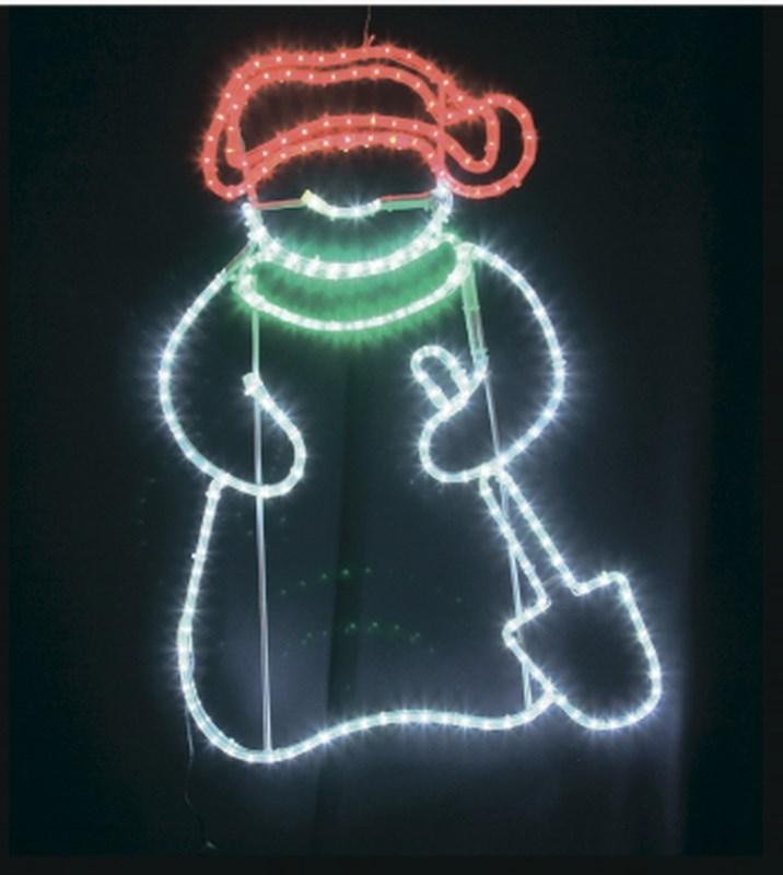 Фигура светодиодная Снеговик с лопатой, размер 94 х 63 см501-322Фигуры из дюралайта. Для изготовления данных фигур используют светодиодный дюралайт и металлический каркас. Этим способом можно создавать световые фигуры любой формы – от снеговиков и снежинок до красочных надписей. Сегодня на рынке более распространенными являются фигуры с применением дюралайта, основанного на лампах накаливания. Но они обладают яркостью, не отвечающей запросам современных дизайнеров, и очень недолговечны. Поэтому своим клиентам мы предлагаем световые изделия высочайшего качества, выполненные на основе отлично себя зарекомендовавших светодиодов. Такая продукция несколько дороже ламповой, но ее отличает высокая надежность, долговечность и низкое энергопотребление. А наиболее впечатляющим достоинством фигур из светодиодного дюралайта является несравнимая с лампами яркость. Сочные, красочные цвета свечения таких LED фигур открывают невообразимые просторы для творчества световым дизайнерам, отвечающим за праздничное настроение. Созданные на основе светодиодного дюралайта