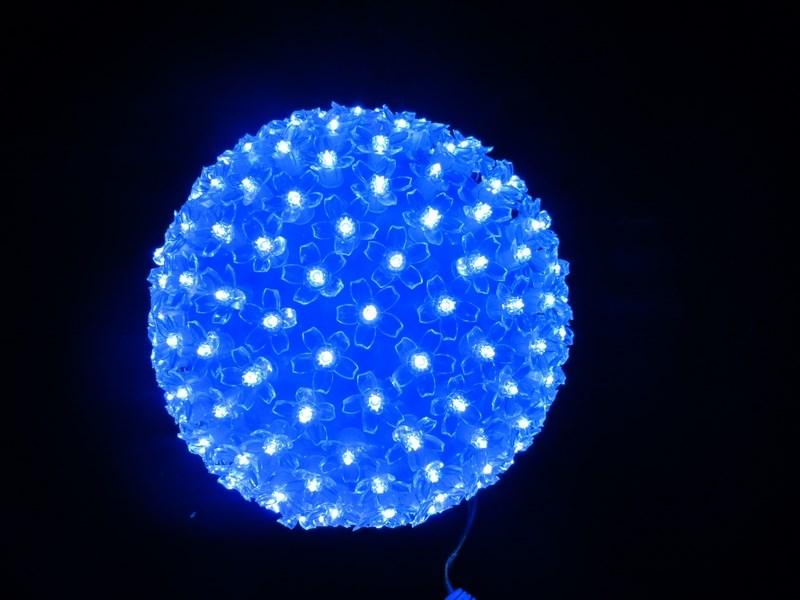 Шар Neon-Night, светодиодный, 200 LED, цвет: синий, 220V, диаметр 12 см501-607Фигуры из дюралайта. Для изготовления данных фигур используют светодиодный дюралайт и металлический каркас. Этим способом можно создавать световые фигуры любой формы – от снеговиков и снежинок до красочных надписей. Сегодня на рынке более распространенными являются фигуры с применением дюралайта, основанного на лампах накаливания. Но они обладают яркостью, не отвечающей запросам современных дизайнеров, и очень недолговечны. Поэтому своим клиентам мы предлагаем световые изделия высочайшего качества, выполненные на основе отлично себя зарекомендовавших светодиодов. Такая продукция несколько дороже ламповой, но ее отличает высокая надежность, долговечность и низкое энергопотребление. А наиболее впечатляющим достоинством фигур из светодиодного дюралайта является несравнимая с лампами яркость. Сочные, красочные цвета свечения таких LED фигур открывают невообразимые просторы для творчества световым дизайнерам, отвечающим за праздничное настроение. Созданные на основе светодиодного дюралайта