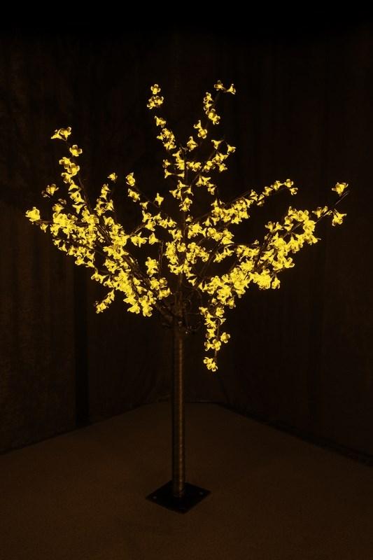 Светодиодное дерево Neon-Night Сакура, цвет: желтый, диаметр кроны 130 см, высота 150 см531-301Световое дерево Сакура представляет собой имитацию цветущей японской сакуры. Оно используется для декоративного освещения интерьеров и ландшафтов. Такое дерево может стать прекрасным украшением для вашего дома, офиса, торгового зала, кафе, ресторана или загородного участка. Оно создаст уют, придаст оригинальный стиль и необходимый вам колорит независимо от времени года.Конструкция имеет лекгосплавной каркас в оболочке из темного пластика. На ветках дерева расположены яркие светодиодные гирлянды с силиконовыми насадками (цветками). Светодиодное дерево выглядит очень натурально. Питание осуществляется через сетевой трансформатор, поэтому изделие является низковольтным и может использоваться в уличных условиях.Диаметр кроны: 1,3 м.Высота дерева: 1,5 м. 480 диодов. 220-24В, 30Вт.