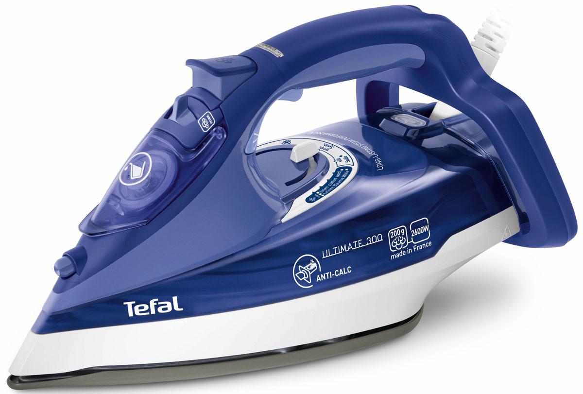 Tefal FV9630 Ultimate Anti-Calc утюгFV9630E0Качество и время глажки напрямую зависят от мощности утюга. У модели Tefal FV9630 Ultimate Anti-Calc утюг этотпоказатель составляет 2600 Вт. Утюг с такой же непревзойденно высокой мощностью и с такими жевозможностями, обеспечивающими эффективную глажку.Паровые характеристикиTefalFV9630 обладает отличными паровыми характеристиками. Пар, подающийся с высокой скоростью, позволяетпрогладить даже сильно мятые ткани в два счета, а чтобы вы смогли гладить одежду, не снимая ее с вешалок,предусмотрена функция вертикального отпаривания.Система самоочистки и защиты от накипиTefal изобретает мощное оружие против накипи - инновационный утюг Ultimate Anti-Calc. Он имеет специальныйколлектор для сбора накипи прямо внутри прибора. И всего за 3 месяца использования в нем скапливается целаяложка накипи! С новым Ultimate Anti-Calc борьба с жесткой водой больше не требует усилий: теперь накипь можновзять и выбросить. Просто выньте коллектор и опустошите его. Благодаря новой запатентованной системе сборанакипи, утюг долгие годы прослужит как новый, каждый раз показывая безупречный результат. Автоматическое отключениеTefal FV9630 абсолютно безопасен в использовании. Утюг оснащен функцией автоматического выключения,предотвращающей риск возникновения пожара. Находясь в горизонтальном положении, он отключается черезполминуты, в вертикальном - через 8 минут.•Уникальный запатентованный коллектор для сбора накипи •Мощность 2600 Вт •Регулируемый пар 50 г/мин •Паровой удар 200 г/мин •Автоотключение •Подошва Ultragliss c заостренной формой подошвы внизу для разглаживания одежды во всех направлениях •Желобок в носике утюга для глажки в труднодоступных местах •Функция «Капля стоп» •Система Easyracord (шнур не сминает ткань) •Вертикальный пар •Интегрированная защита от накипи Anti Scale System •Функция самоочистки •Широкое отверстие для залива (расположено спереди) •Спрей (управление на руке) •Высокая устойчивость утюга •Комфортная ручка •Резервуар для вод