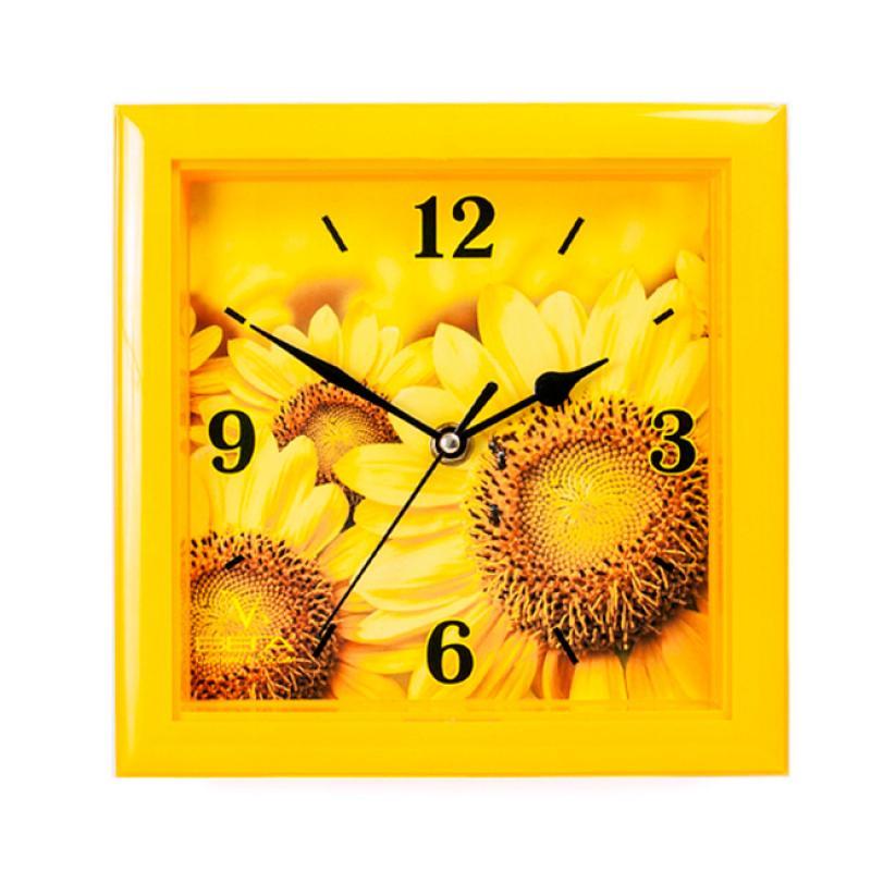 """Оригинальные настенные часы квадратной формы Вега """"Подсолнухи"""" выполнены из пластика. Часы имеют три стрелки - часовую, минутную и секундную. Необычное дизайнерское решение и качество исполнения придутся по вкусу каждому. Оформите свой дом таким интерьерным аксессуаром или преподнесите его в качестве презента друзьям, и они оценят ваш оригинальный вкус и неординарность подарка.       Часы работают от 1 батарейки типа АА напряжением 1,5 В (в комплект не входит)."""