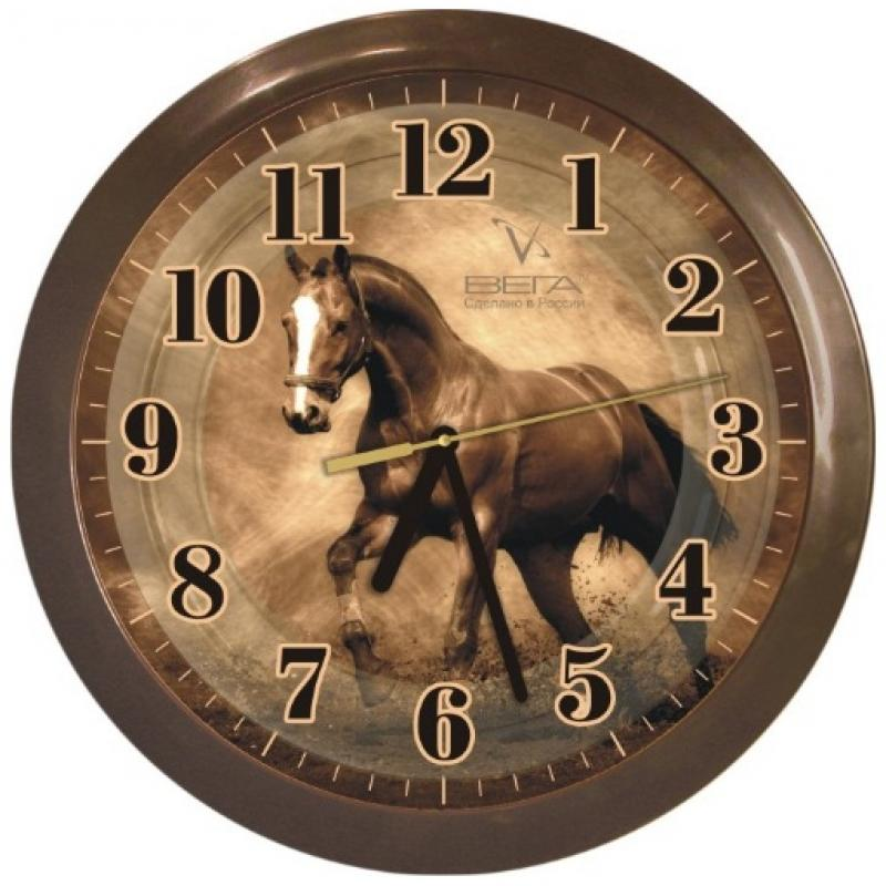 """Оригинальные настенные часы круглой формы Вега """"Лошадь"""" выполнены из пластика. Часы имеют три стрелки - часовую, минутную и секундную. Необычное дизайнерское решение и качество исполнения придутся по вкусу каждому. Оформите свой дом таким интерьерным аксессуаром или преподнесите его в качестве презента друзьям, и они оценят ваш оригинальный вкус и неординарность подарка.       Часы работают от 1 батарейки типа АА напряжением 1,5 В (в комплект не входит)."""