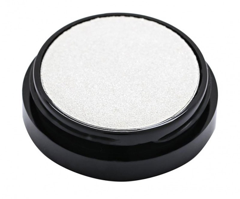 Max Factor Тени для век Wild Shadow Pots, тон №65 defiant white, цвет: белый81411288Приготовься к диким экспериментам с цветом! Эти высокопигментные тени подарят тебе по-настоящему ошеломительный взгляд. - Высокопигментный цвет •16 ошеломительных насыщенных оттенков •Наноси влажной кисточкой для более интенсивного цвета •Легко растушевываются и смешиваются. Бесконечный простор для экспериментов!Протестировано офтальмологами и дерматологами. Подходит для чувствительных глаз и тех, кто носит контактные линзы.1. Нанеси немного теней на кисть руки специальной кисточкой перед тем как начать. 2. Всегда наноси тени понемногу и растушевывай очень тщательно. 3. Наноси светлый оттенок от ресниц до бровей, средний - на сгиб и внешний уголок глаза. 4. Для более интенсивного цвета немного улажни кисточку.