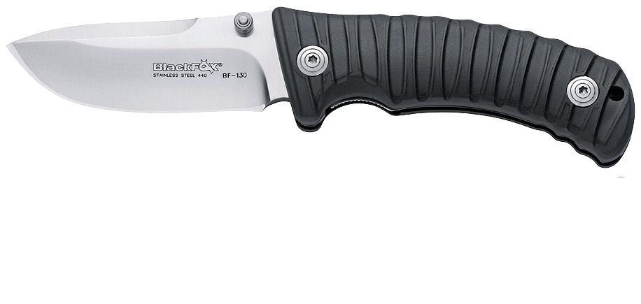 Нож складной Fox Black Fox, цвет: черный, длина клинка 9 см. OF/BF-131 BOF/BF-131 BИтальянская компания Фокс выпускает очень удачные туристические ножи, и одним из отличнейших вариантов этого направления является Black Fox. Несмотря на свой относительно небольшой размер (общая длина 200 мм при длине лезвия 90 мм) и вес - 155 г, он весьма функционален и выполнит множество поставленных перед ним задач. С Black Fox у Вас не возникнет проблем с разведением костра, нарезанием ветвей, разрезанием любых веревок и сетей, изготовлением ловушек и прочими действиями, необходимыми на открытом воздухе. Благодаря изогнутому вниз достаточно широкому клинку толщиной 4,5 мм этот инструмент способен на более тяжелую работу, чем маленький карманный нож. А почти полусантиметровый обух послужит гарантией того, что лезвие не переломится и не погнется от прилагаемых усилий. Black Fox изготовлен из нержавеющей стали 440A, а его твердость по Роквеллу 55-57 HRC. Данная марка стали обладает наивысшим уровнем сопротивляемости коррозии, что определяется высчитанными пропорциями углерода, и изделия из нее очень хороши для ежедневного использования ввиду замечательного уровня крепости, остроты, износостойкости и долговечности заточки (хром, марганец и молибден в составе).Геометрия лезвия продумана до мельчайших подробностей: острый кончик дает возможность наносить точные колючие удары, и в случае крайней необходимости Black Fox можно использовать как скиннер для некрупного зверя.С помощью двойного рычага для пальцев, расположенного симметрично с обеих сторон клинка, нож открывается проще простого. Клинок фиксируется замком лайнер, который в закрытом положении достаточно устойчив, чтобы не допустить случайного раскрытия ножа. Linerlock до сих пор считается самым надежным, безопасным и практичным в использовании - так владелец застрахован от вероятности порезаться или повредить пальцы.Рукоять изготовлена из материала, представляющего собой смесь нейлона, стекловолокна и резины со стальными вкладыша