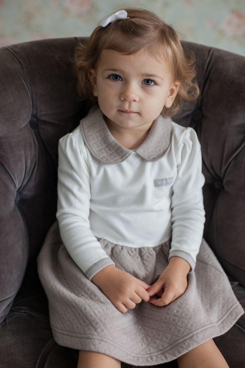Платье для девочки Lucky Child Дуэт, цвет: бежевый, молочный. 33-65. Размер 80/8633-65Ах, сколько сердец покорили платьица. Такие нежные и красивые, они не оставят равнодушной даже самую маленькую модницу. Платье из коллекции Дуэт с очаровательным воротничком, словно специально создано для вашей принцессы. Лаконичный дизайн не несет в себе чего-то лишнего, а весь упор делается на богатую фактуру материала и красивый набивной рисунок ромбиком.