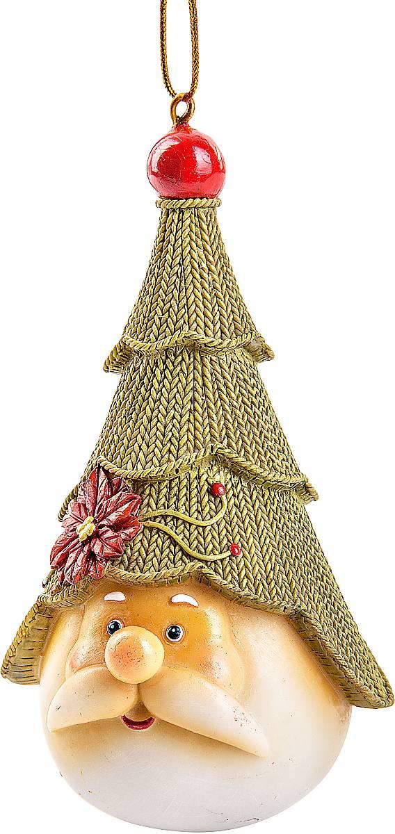 Украшение декоративное подвесное Mister Christmas Дед Мороз с елкойSM-25AХарактеристики статуэтки Mister Christmas Дед Мороз с елкой:Высота: 12 см.Материал: полистоун.Идея новогодних украшений от Mister Christmas берет свое начало из времен средне- вековой Шотландии, когда появилась традиция праздновать Новый год или Хогмани, как его называют сами шотландцы. В основном люди жили очень бедно и не могли себе позволить дорогие украшения для новогодней елки. И в те далекие времена не было специальных игрушек. Елки украшали предметами, которые люди сами делали вручную. Среди них особую популярность имели вязаные игрушки из шерсти. Большая часть населения занималась овцеводством, поэтому наиболее доступным материалом для простого народа была именно овечья шерсть. Пастухи стригли овец и изготавливали шерстяные нити. Их жены вечерами, когда было свободное время для отдыха, вязали одежду, различные игрушки для детей, а также поделки, которые дарили на разные праздники. Эти украшения представляли из себя сказочных существ: русалок, гномов, духов деревьев, водяных духов и других. Изготовленные вручную поделки люди дарили родным и друзьям на разные праздники. Одним из таких праздников был Новый год. Подаренные украшения вешали на растущую рядом с домом елку. Она стояла весь год нарядная и каждый день напоминала о новогоднем празднике, продлевая минуты радости, тепла и счастья в то нелегкое время.