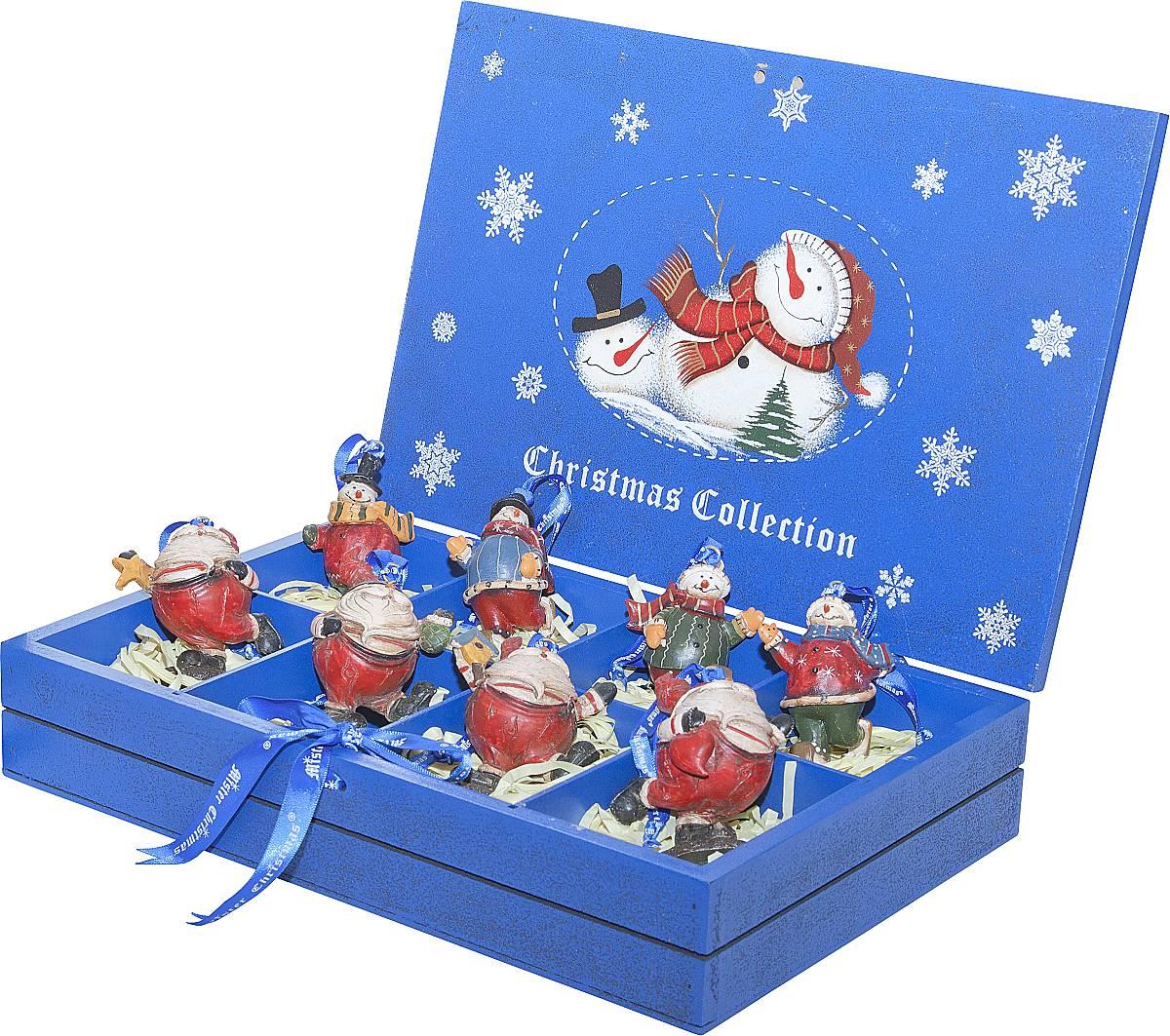 Набор новогодних подвесных украшений Mister Christmas, длина 8,5 см, 8 штLH-F3-SET/8Набор подвесных украшений Mister Christmas поможетстильно украсить новогоднюю елку. Изделия,выполненные из полистоуна в виде любимых нами ДедаМороза и снеговика, не оставят равнодушным никого, ктопридет в ваш дом. Такие украшения не боятся падения,света или влаги и несмотря на размер достаточнолегкие. Игрушки оснащены петелькой дляподвешивания.Набор упакован в коробку из натуральной древесины,выкрашенную в насыщенный голубой цвет и украшеннуюрисунком.Такие украшения станут превосходным подарком кНовому году, а так же дополнят коллекцию оригинальныхновогодних елочных игрушек.