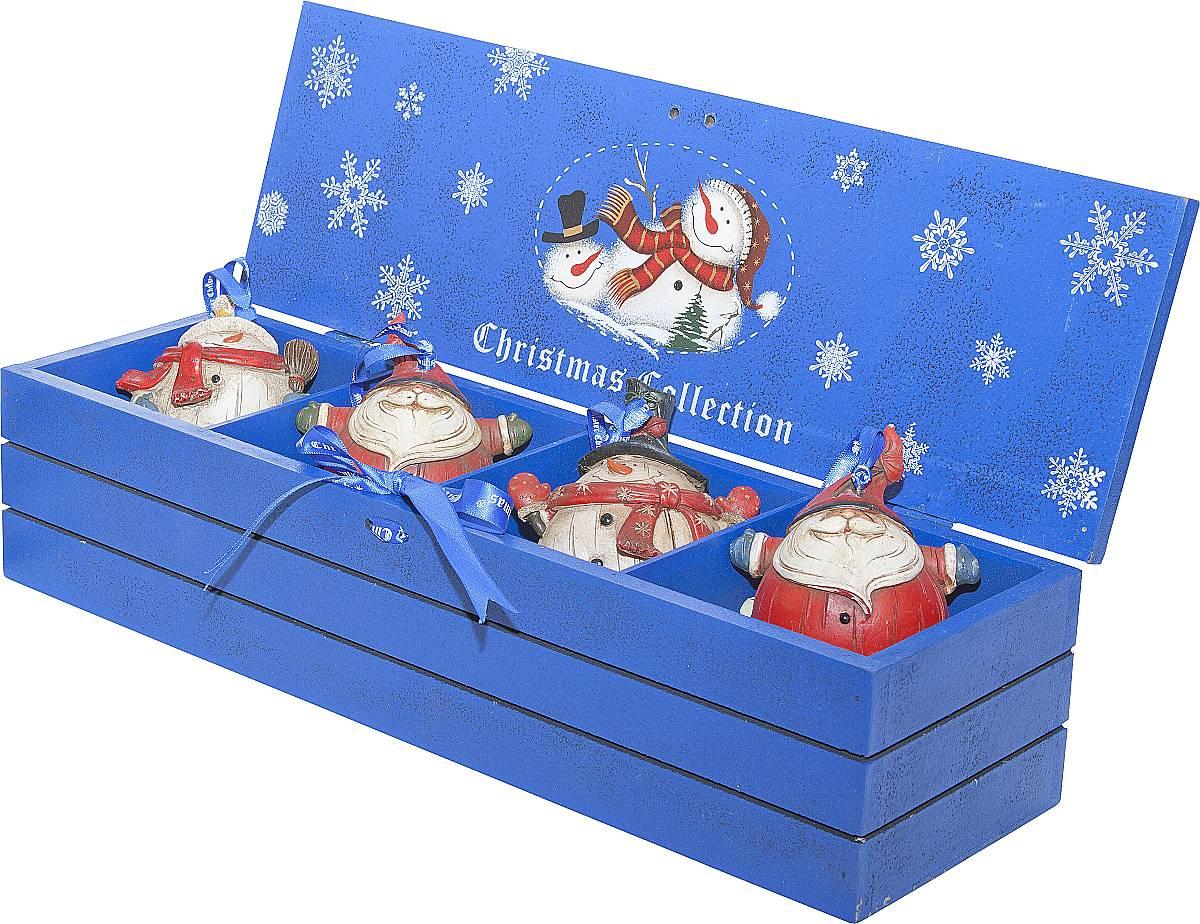 Набор новогодних подвесных украшений Mister Christmas, длина 8,5 см, 4 штLH-F1-SET/4Набор подвесных украшений Mister Christmas поможетстильно украсить новогоднюю елку. Изделия,выполненные из полистоуна в виде любимых нами ДедаМороза и снеговика, не оставят равнодушным никого, ктопридет в ваш дом. Такие украшения не боятся падения,света или влаги и несмотря на размер достаточнолегкие. Игрушки оснащены петелькой дляподвешивания.Набор упакован в коробку из натуральной древесины,выкрашенную в насыщенный голубой цвет и украшеннуюрисунком.Такие украшения станут превосходным подарком кНовому году, а так же дополнят коллекцию оригинальныхновогодних елочных игрушек.