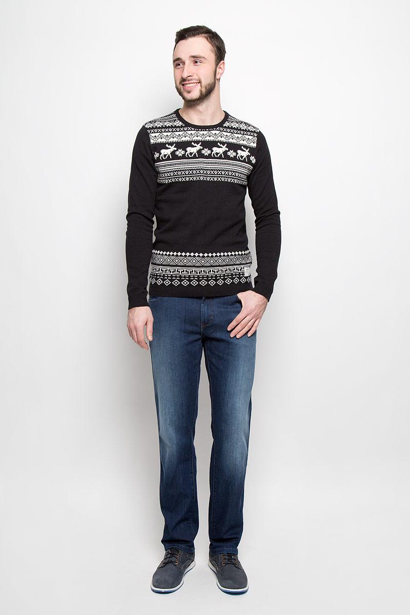Джинсы мужские Wrangler Texas, цвет: темно-синий. W121EE77T. Размер 31-32 (46/48-32)W121EE77TСтильные мужские джинсы изготовлены из эластичного хлопка с добавлением полиэстера. Джинсы прямого кроя и средней посадки застегиваются на пуговицу в поясе и ширинку на молнии. На поясе имеются шлевки для ремня. Спереди модель дополнена двумя втачными карманами и одним небольшим накладным кармашком, а сзади - двумя накладными карманами.