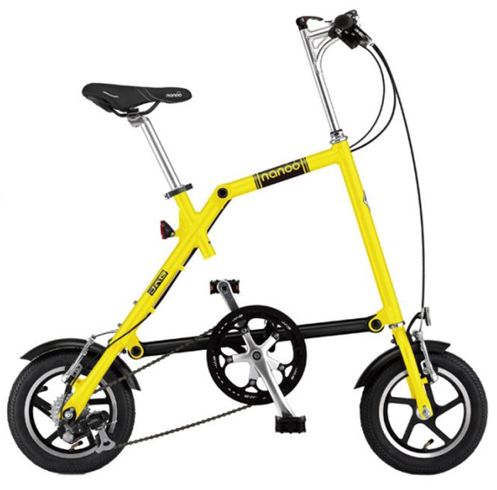 Велосипед складной Nanoo-127, 7 скоростей, цвет: желтыйNANOO-127_15_yelНовый, удивительный, компактный, забавный, маневренный и шустрый велосипед - созданный для покорения безумной жизни мегаполиса совсем скоро может стать вашим! Благодаря последним разработкам, уникальной конструкции и продуманному итальянскому дизайну, вы можете добраться в любую точку города быстро, легко и стильно! Тысячи европейцев уже оценили эту потрясающую новинку. Теперь и у вас есть такая возможность! Рама: алюминиевая, колеса диаметра 12Руль: алюминиевый, складной регулируемыйСедло: анатомическое муж/женТрансмиссия: 7-скоростная SHIMANOТормоза: v-brakeПедали: складныеПодножка: алюминиевая на пружинеВес: 12 кг