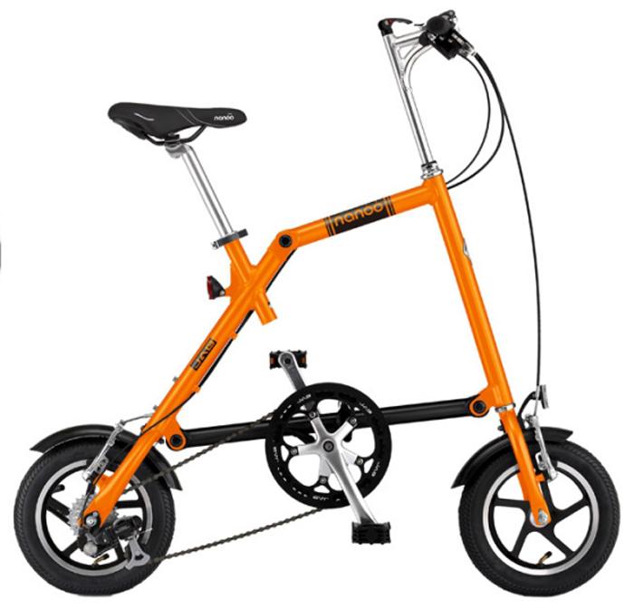 Велосипед складной Nanoo-127, 7 скоростей, цвет: оранжевыйNANOO-127_15_oraНовый, удивительный, компактный, забавный, маневренный и шустрый велосипед - созданный для покорения безумной жизни мегаполиса совсем скоро может стать вашим! Благодаря последним разработкам, уникальной конструкции и продуманному итальянскому дизайну, вы можете добраться в любую точку города быстро, легко и стильно! Тысячи европейцев уже оценили эту потрясающую новинку. Теперь и у вас есть такая возможность! Рама: алюминиевая, колеса диаметра 12Руль: алюминиевый, складной регулируемыйСедло: анатомическое муж/женТрансмиссия: 7-скоростная SHIMANOТормоза: v-brakeПедали: складныеПодножка: алюминиевая на пружинеВес: 12 кг