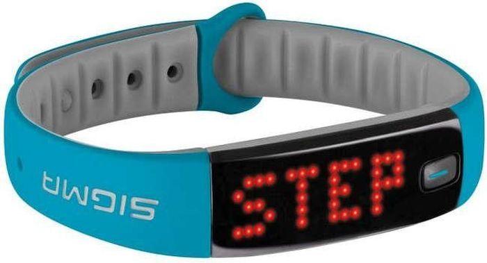 Фитнес браслет Sigma 22911 Activo, цвет: синий, серыйSIG_22911Спортивный браслет Activo от компании Sigma 22911 Activo предназначен для тех, кто хочет держать под контролем ежедневную физическую активность. Дисплей светодиодный, красные символы легко читаемы и различимы на темном экране в любую погоду и при любом освещении. Направление текста меняется в зависимости от положения браслета и вращается на 180 градусов. Гаджет считывает вашу активность в течение дня и передает данные по Bluetooth в приложением от производителя Sigma на вашем смартфоне, где вы и можете отслеживать статистику вашей активности.Спортивный браслет Sigma 22911 Activo работает от перезаряжаемой аккумуляторной батареи. Зарядка производится через USB. Время полной зарядки занимает около 2 часов. Заряженного аккумулятора хватает на 8 дней автономной работы. Состояние заряда батареи можно увидеть как на дисплее трекера, так и в приложении. Владельцы браслета могут во время мытья рук не снимать Sigma Activo, характеристики водонепроницаемости соответствуют стандарту IPX7. Трекер защищен от временного контакта с водой, однако время погружения не должно превышать 30 минут.Общие характеристики:-Тип: фитнес-браслет;-Поддержка платформ: Android, iOS;-Конструкция и внешний вид;-Материал браслета/ремешка: силикон;-Цвета браслета/ремешка: черный, розовый, голубой;-Регулировка длины браслета/ремешка: есть;-Экран;-Наличие экрана: есть;-Тип: светодиодный;-Мультимедийные возможности;-Разъем для наушников: отсутствует;-Связь;-Мобильный интернет: отсутствует;-Интерфейсы: Bluetooth;-Дополнительная функциональность;-Мониторинг: калорий, физической активности, сна;-Датчики: акселерометр;-Питание;-Аккумулятор: несъёмный Li-Ion;-Емкость аккумулятора: 200 мА*ч;-Время работы в активном режиме: 120 ч;-Время зарядки: 180 мин.