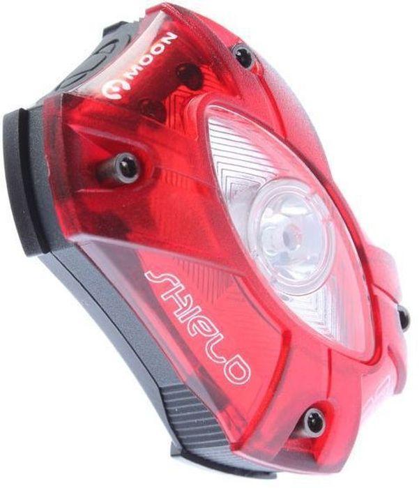 Фонарь задний Moon Shield, 1 диод, 5 режимовWP_SHIELD_RCREE XP-E (N4) сверхъяркая LED лампа.Быстросъемное крепление на руль / подсидельный штырь (22-31,8 мм).Встроенная lithium polymer батарея (3.7V 700mAh).USB зарядка.5 режимов работы: стандарт / высоко / максимум / мигание / стробоскоп.Индикатор разряда/заряда батареи.Высокая боковая видимость.Влагозащищенный.Ремешковое крепление.