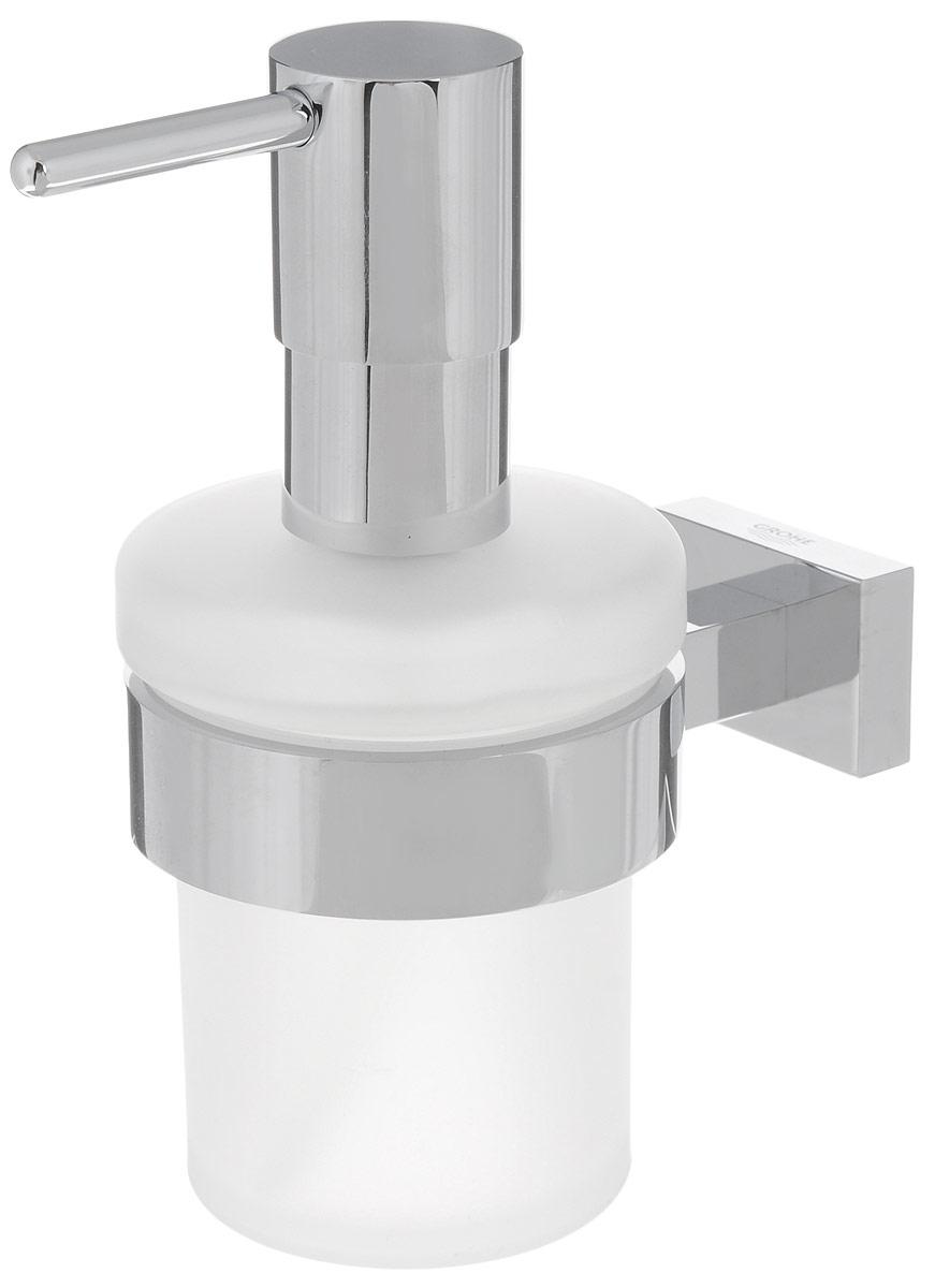 Диспенсер для жидкого мыла Grohe Essentials Cube, с держателем, 200 мл40756001Диспенсер для жидкого мыла Grohe Essentials Cube изготовлен из высококачественного матового стекла. Дозатор выполнен из прочного металла с хромированным покрытием StarLight. Изделие оснащено металлическим держателем, который крепится на стену при помощи саморезов (входят в комплект).Диспенсер очень удобен в использовании, достаточно лишь перелить жидкое мыло в емкость, а когда необходимо использование мыла, легким нажатием выдавить нужное количество.Диспенсер для жидкого мыла Grohe Essentials Cube стильно украсит интерьер, а также добавит в обычную обстановку модный акцент.