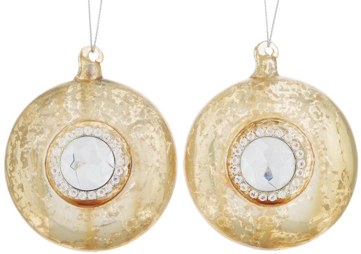 Набор новогодних подвесных украшений Lovemark, цвет: золотистый, диаметр 8 см, 2 шт9063301Набор подвесных украшений Lovemark прекрасно подойдет для праздничного декора новогодней ели. Набор состоит из 2 дисков, выполненных из стекла. Изделия декорированы крупным граненым камнем и стразами. Для удобного размещения на елке для каждого украшения предусмотрена петелька. Елочная игрушка - символ Нового года. Она несет в себе волшебство и красоту праздника. Создайте в своем доме атмосферу веселья и радости, украшая новогоднюю елку нарядными игрушками, которые будут из года в год накапливать теплоту воспоминаний. Откройте для себя удивительный мир сказок и грез. Почувствуйте волшебные минуты ожидания праздника, создайте новогоднее настроение вашим дорогим и близким.
