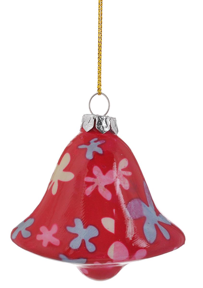 """Новогоднее подвесное украшение Lillo """"Колокольчик"""" выполнено из керамики в форме колокольчика. С помощью специальной петельки украшение можно повесить в любом понравившемся вам месте. Но, конечно, удачнее всего оно будет смотреться на праздничной елке.  Елочная игрушка - символ Нового года. Она несет в себе волшебство и красоту праздника. Создайте в своем доме атмосферу веселья и радости, украшая  новогоднюю елку нарядными игрушками, которые будут из года в год накапливать теплоту воспоминаний."""