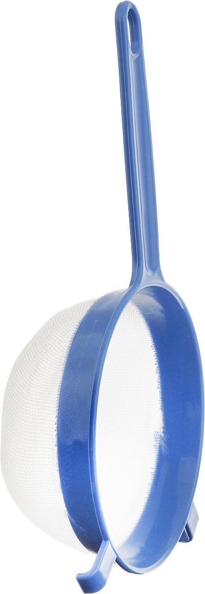 Ситечко Axentia, цвет: синий, белый, 15 см. 200733200733_синийСитечко Axentia, выполненное из пластика, станет незаменимым аксессуаром на вашей кухне. Оно предназначено для просеивания и процеживания. Удобная пластиковая ручка не позволит выскользнуть изделию из вашей руки. Ручка имеет отверстие, с помощью которого изделие можно подвесить в удобном для вас месте.Такое ситечко станет достойным дополнением к кухонному инвентарю.Диаметр ситечка по верхнему краю: 15 см.Глубина ситечка: 7,5 см.Длина ручки: 14 см.