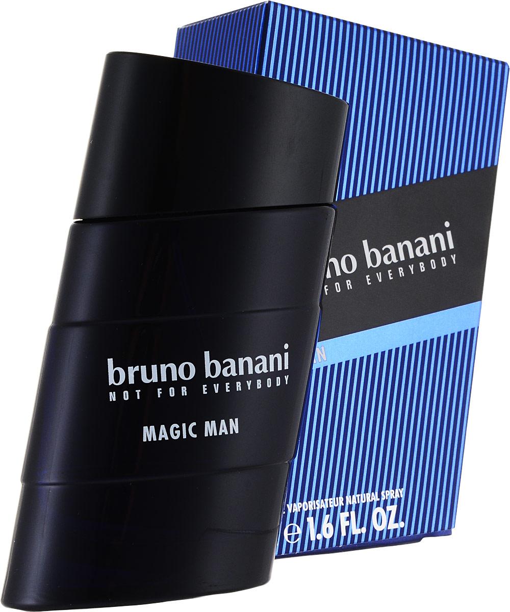 Bruno Banani Magic Man Туалетная вода 50 мл (новая упаковка)0730870138670Magic Man – новый мужской аромат от популярного немецкого дома моды Bruno Banani, известного своей экологически чистой продукцией. Аромат создан в 2008 году. Относится к группе ароматов древесные пряные. Аромат Magic Man Bruno Banani – это волшебное зелье, некая невидимая магическая материя, окутывающая кожу и притягивающая женские сердца своим природным запахом. Композиция аромата начинается нотами специй, джина и кардамона из Гватемалы, плавно растворяясь в нотах сердца: цикламене, какао и бархотке. К концу дня вы ощутите на своей коже устойчивый шлейф из нот пачули и амбры.Верхняя нота: Джин.Средняя нота: Бархатцы, Цикламен, Какао.Шлейф: Амбра, Пачули.Теплое древесное сердце аромата, яркий аккорд джина и неповторимый ладан.Дневной и вечерний аромат.