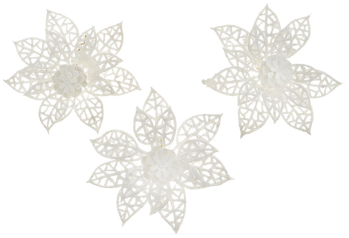 Набор новогодних украшений B&H Рождественский цветок с шишкой, диаметр 8 см, 3 штBH1272-WНабор новогодних украшений B&H Рождественский цветок с шишкой прекрасно подойдет для праздничного декора дома и новогодней ели. Набор состоит из 3 украшений, выполненных из пластика в виде изящных цветов с шишками. Изделия дополнены сверкающими блестками. Для удобного размещения для каждого украшения предусмотрена гибкая проволока. Создайте в своем доме атмосферу веселья и радости, украшая его к Новому году. Откройте для себя удивительный мир сказок и грез. Почувствуйте волшебные минуты ожидания праздника, создайте новогоднее настроение вашим родным и близким.