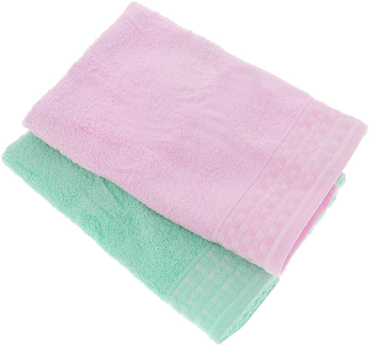 Набор полотенец Tete-a-Tete Сердечки, цвет: розовый, бирюза, 50 х 90 см, 2 штУНП-107-06-2кНабор Tete-a-Tete Сердечки состоит из двух махровых полотенец, выполненных из натурального 100% хлопка. Бордюр полотенец декорирован рисунком сердечек. Изделия мягкие, отлично впитывают влагу, быстро сохнут, сохраняют яркость цвета и не теряют форму даже после многократных стирок. Полотенца Tete-a-Tete Сердечки очень практичны и неприхотливы в уходе. Они легко впишутся в любой интерьер благодаря своей нежной цветовой гамме. Набор упакован в красивую коробку и может послужить отличной идеей подарка.Размер полотенец: 50 х 90 см.