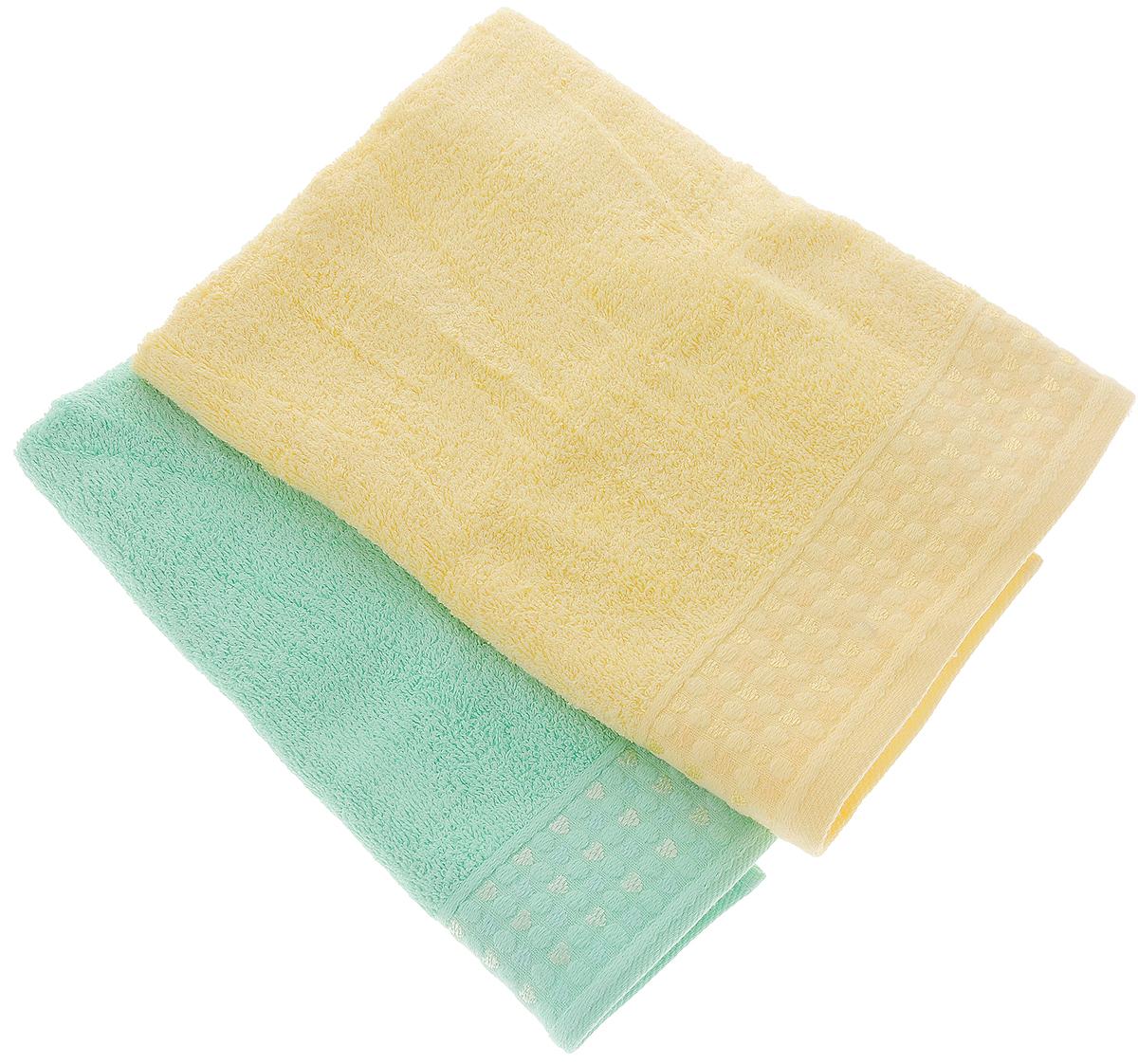 Набор полотенец Tete-a-Tete Сердечки, цвет: желтый, бирюза, 50 х 90 см, 2 штУП-107-01-2кНабор Tete-a-Tete Сердечки состоит из двух махровых полотенец, выполненных из натурального 100% хлопка. Бордюр полотенец декорирован рисунком сердечек. Изделия мягкие, отлично впитывают влагу, быстро сохнут, сохраняют яркость цвета и не теряют форму даже после многократных стирок. Полотенца Tete-a-Tete Сердечки очень практичны и неприхотливы в уходе. Они легко впишутся в любой интерьер благодаря своей нежной цветовой гамме. Набор упакован в красивую коробку и может послужить отличной идеей подарка.Размер полотенец: 50 х 90 см.
