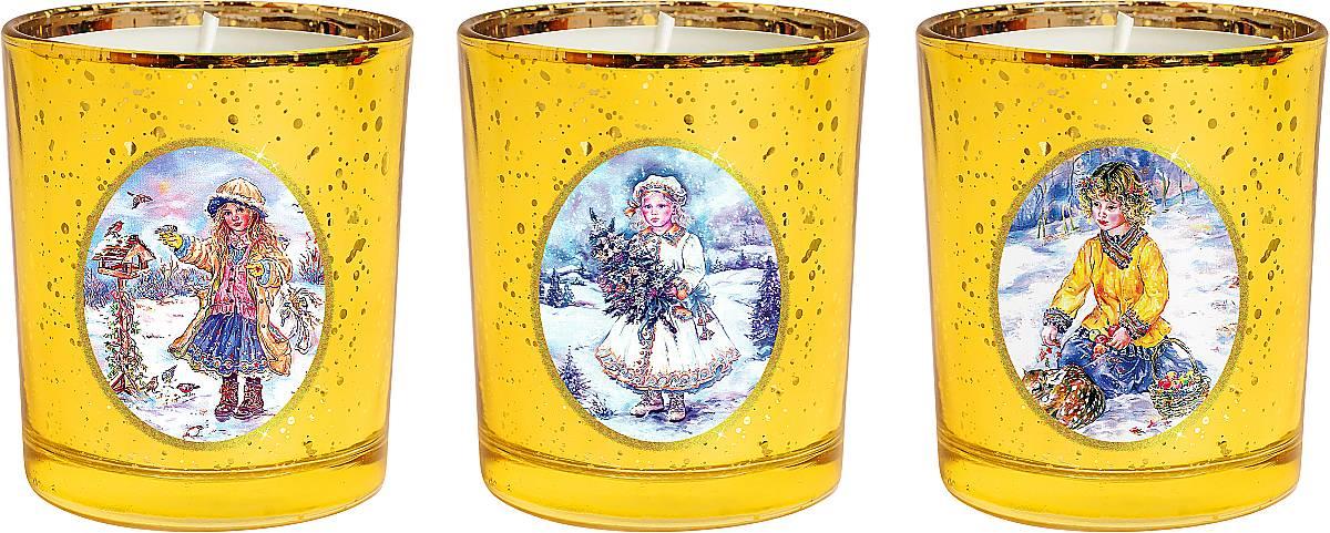 Набор новогодних свечей Mister Christmas Зимняя сказка, высота 7 см. KG-SET-3KG-SET-3Новогодняя атмосфера - это долгожданная пора,которую ждет каждый. Разноцветные огни, веселаямузыка, ожидание чудес. Сделать этот праздник болеетеплым поможет набор свечей Mister Christmas Зимняясказка. Этот набор станет отличным новогоднимподарком для ваших близких, друзей или коллег. В набор входят 3 свечки, которые выполнены изкачественного воска. Свечи помещены в подсвечники изтолстого стекла. На каждом подсвечнике - картинка сновогодним сюжетом: девочка с наряженной елкой вруках; мальчик с олененком и корзиной с яблоками;девочка и птички рядом со скворечником.Такие свечи празднично украсят любой интерьер. Ихможно поставить на праздничный стол, на полку илиокно. Ими можно украсить рабочее место в офисе. Ониобязательно принесут с собой уют и тепло.