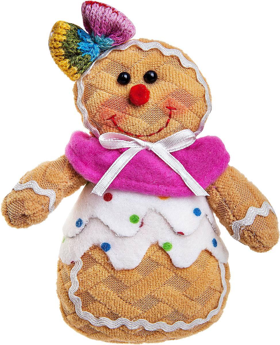 """Мягкая новогодняя игрушка Mister Christmas """"Пряничная девочка"""", изготовленная из текстиля, прекрасно подойдет для праздничного декора дома. Изделие можно разместить в любом понравившемся вам месте. Новогодняя игрушка несет в себе волшебство и красоту праздника. Создайте в своем доме атмосферу веселья и радости, украшая дом красивыми игрушками, которые будут из года в год накапливать теплоту воспоминаний.Высота игрушки: 13 см."""