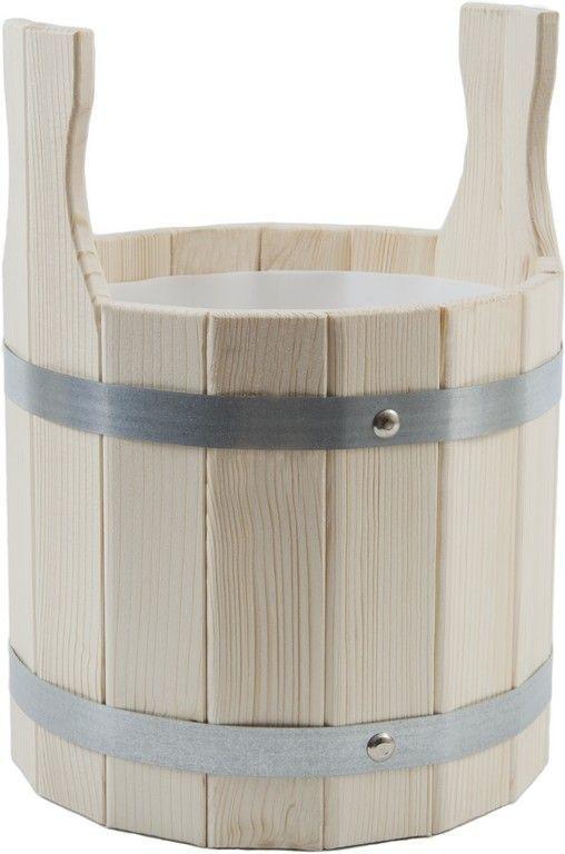 Шайка для бани Доктор Баня, с пластиковой вкладкой, 5 л905151_две ручкиШайка круглой формы Доктор Баня выполнена из деревянных брусков, стянутых двумя металлическими обручами. Внутри шайки имеется пластиковая вкладка, для более надежного хранения жидкости. Она прекрасно подойдет для замачивания веника или других банных процедур. Для более удобного использования шайка имеет по бокам две небольшие ручки. Шайка является одной из тех приятных мелочей, без которых не обойтись при принятии банных процедур.Аксессуары для бани и сауны - это те приятные мелочи, которые приносят радость и создают комфорт. Баня - место, где одинаково хорошо и в компании, и в одиночестве. Перекресток, казалось бы, разных направлений - общение и здоровье. Приятное и полезное. И всегда в позитиве.Объем шайки: 5 л. Диаметр шайки по верхнему краю: 23 см. Высота шайки (без учета ручек): 21 см.