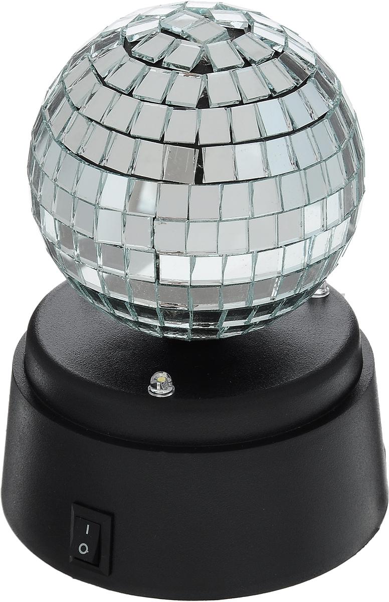 Светильник настольный Эврика Диско-шар97466Светильник настольный Эврика Диско-шар - незаменимый атрибут вечеринок. Изделие представляет собой шар с зеркальной мозаикой на пластиковой подставке. Мелькание бликов завораживает, напоминая о дискотеке 80-х. Диско-шар снабжен подсветкой, а при включении начинает вращаться. Современное устройство прибора позволяет ему работать как от сети, так и от батареек. USB адаптер со шнуром входит в комплект, батарейки в комплект не входят (требуется 3 пальчиковых батарейки типа АА). Диаметр основания: 9 см. Высота диско-шара (с подставкой): 12 см. Диаметр шара: 7 см.