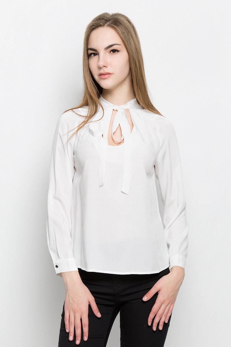 Блузка женская Broadway Vicki, цвет: молочный. 10156967_001. Размер M (46)10156967_001Женская блуза Broadway Vicki с длинными рукавами и круглым горловины выполнена из натуральной вискозы. Блузка имеет свободный крой, горловина дополнена декоративными завязками. Манжеты рукавов застегиваются на пуговицы. Блузка украшена кружевными вставками.