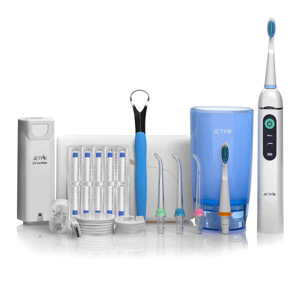 Ирригатор полости рта Jetpik JP200-UltraJA05-107-02Сочетает в себе очищающее действие зубной нити (смарт-флосса), воды и воздуха. В ирригатор добавлена функция звуковой зубной щетки. Легкий в использовании, очень эффективный и экономит время. Здоровые десны и чистые зубы уже через 7 дней Клинически доказано, что удаляет до 99% зубного налета. Инновационная комбинация давления воды и пульсирующей флосс- системы (20-25 колебания в сек) удаляет остатки пищи глубже и быстрее, между зубами и ниже линии десен, в труднодоступных местах вокруг брекетов, между зубными имплантатами и коронками. Пульсирующая под давлением воды смарт флосс - система создает дополнительную силу трения. Лабораторно доказано что JETPIK на 240% более эффективно удаляет зубной налет и биопленку, чем обычные водные ирригаторы. Эффективный, безопасный и простой в использовании. Идеально подходит для тех, кто с имплантатами, коронками, брекет-системами, мостовидными протезами, пародонтальными карманами. Портативный и компактный - по размерам не больше электрической зубной щетки, благодаря встроенной литиевой батарее заряжается как мобильный телефон через базовое зарядное устройство или USB разъем. Как жидкость для ирригации можно использовать не только воду, но и лечебные растворы. Удобный специальный стакан JETPIK или любая емкость подойдет как резервуар, благодаря портативной силиконовой клипсе JETPIK, которая идет в комплекте с набором. Уникальное дезинфицирующее средство, чтобы уничтожить бактерии на зубной щетке и насадках (UV санитайзер). Мощность 200-550 кПа.