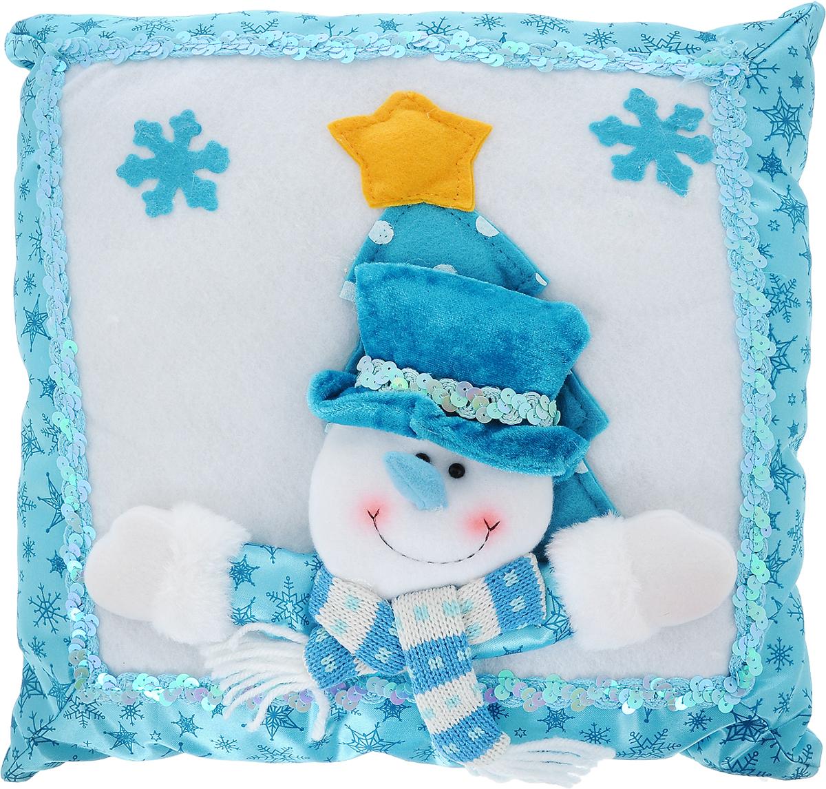 """Декоративная подушка Win Max """"Снеговик"""" прекрасно подойдет для праздничного декора вашего дома в преддверии Нового года. Чехол выполнен из текстиля с комбинированной текстурой, украшен изображением снежинок, пайетками и аппликацией в виде забавного снеговика. Синтепоновый наполнитель делает подушку мягкой и уютной.  Красивая подушка создаст в доме уют и станет прекрасным элементом декора."""