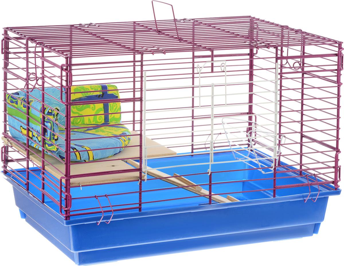 Клетка для кролика ЗооМарк, 2-этажная, цвет: синий поддон, фиолетовая решетка, 59 х 40 х 41 см650СФКлетка ЗооМарк, выполненная из полипропилена и металла, подходит для кроликов. Изделие двухэтажное, оборудовано кормушкой и небольшим угловым диванчиком. Клетка имеет яркий поддон, удобна в использовании и легко чистится. Сверху имеется ручка для переноски. Такая клетка станет уединенным личным пространством и уютным домиком для грызуна.