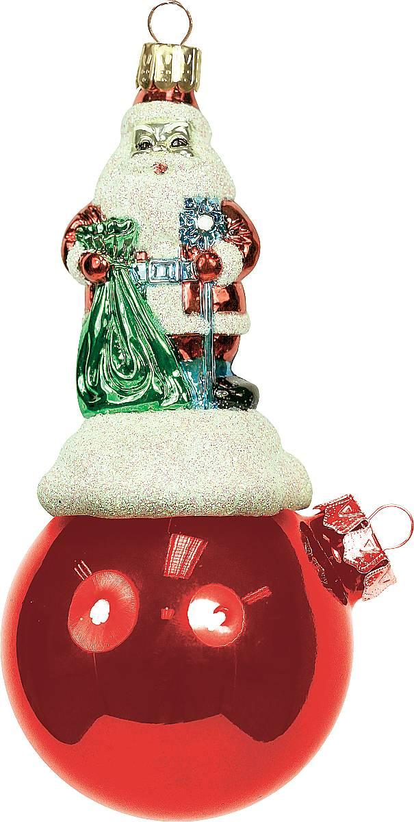 Украшение новогоднее подвесное Mister Christmas Дед Мороз на шаре, цвет: красный, длина 11 смBD 60-200Подвесное украшение Mister Christmas Дед Мороз на шаре представляет собой весьма оригинальную елочную игрушку 2 в 1. Это и классический елочный шар, и миниатюрная фигурка Деда Мороза. Изделие выполнено из качественного пластика и отличается прочностью и безопасностью. Матовые краски, блестки, крепления – все эти элементы декора долгие годы будут поддерживать идеальное состояние елочной игрушки. Украшение Mister Christmas Дед Мороз на шаре - это не просто классическая елочная игрушка. Оно может стать элементом праздничного декора, если установить на специальной подставке. В любом случае такая игрушка будет привлекать внимание и создавать праздничную атмосферу в доме или офисе.