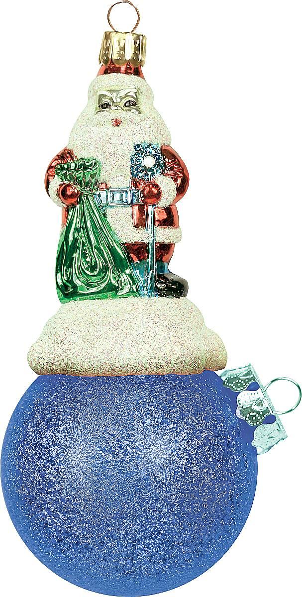 Украшение новогоднее подвесное Mister Christmas Дед Мороз на шаре, цвет: синий, длина 11 см. BD 60-301BD 60-301Подвесное украшение Mister Christmas Дед Мороз на шаре представляет собой весьма оригинальную елочную игрушку 2 в 1. Это и классический елочный шар, и миниатюрная фигурка Деда Мороза. Изделие выполнено из качественного пластика и отличается прочностью и безопасностью. Матовые краски, блестки, крепления - все эти элементы декора долгие годы будут поддерживать идеальное состояние елочной игрушки. Украшение Mister Christmas Дед Мороз на шаре - это не просто классическая елочная игрушка. Оно может стать элементом праздничного декора, если установить на специальной подставке. В любом случае такая игрушка будет привлекать внимание и создавать праздничную атмосферу в доме или офисе.