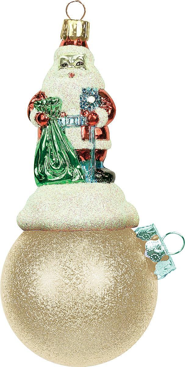 Украшение новогоднее подвесное Mister Christmas Дед Мороз на шаре, цвет: золотистый, длина 11 см. BD 60-303BD 60-303Подвесное украшение Mister Christmas Дед Мороз на шаре представляет собой весьма оригинальную елочную игрушку 2 в 1. Это и классический елочный шар, и миниатюрная фигурка Деда Мороза. Изделие выполнено из качественного пластика и отличается прочностью и безопасностью. Матовые краски, блестки, крепления - все эти элементы декора долгие годы будут поддерживать идеальное состояние елочной игрушки. Украшение Mister Christmas Дед Мороз на шаре - это не просто классическая елочная игрушка. Оно может стать элементом праздничного декора, если установить на специальной подставке. В любом случае такая игрушка будет привлекать внимание и создавать праздничную атмосферу в доме или офисе.