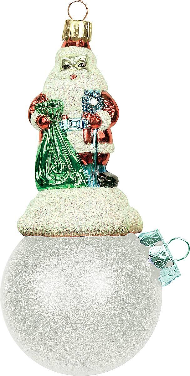 Украшение новогоднее подвесное Mister Christmas Дед Мороз на шаре, цвет: серебристый, длина 11 см. BD 60-304BD 60-304Подвесное украшение Mister Christmas Дед Мороз на шаре представляет собой весьма оригинальную елочную игрушку 2 в 1. Это и классический елочный шар, и миниатюрная фигурка Деда Мороза. Изделие выполнено из качественного пластика и отличается прочностью и безопасностью. Матовые краски, блестки, крепления - все эти элементы декора долгие годы будут поддерживать идеальное состояние елочной игрушки. Украшение Mister Christmas Дед Мороз на шаре - это не просто классическая елочная игрушка. Оно может стать элементом праздничного декора, если установить на специальной подставке. В любом случае такая игрушка будет привлекать внимание и создавать праздничную атмосферу в доме или офисе.