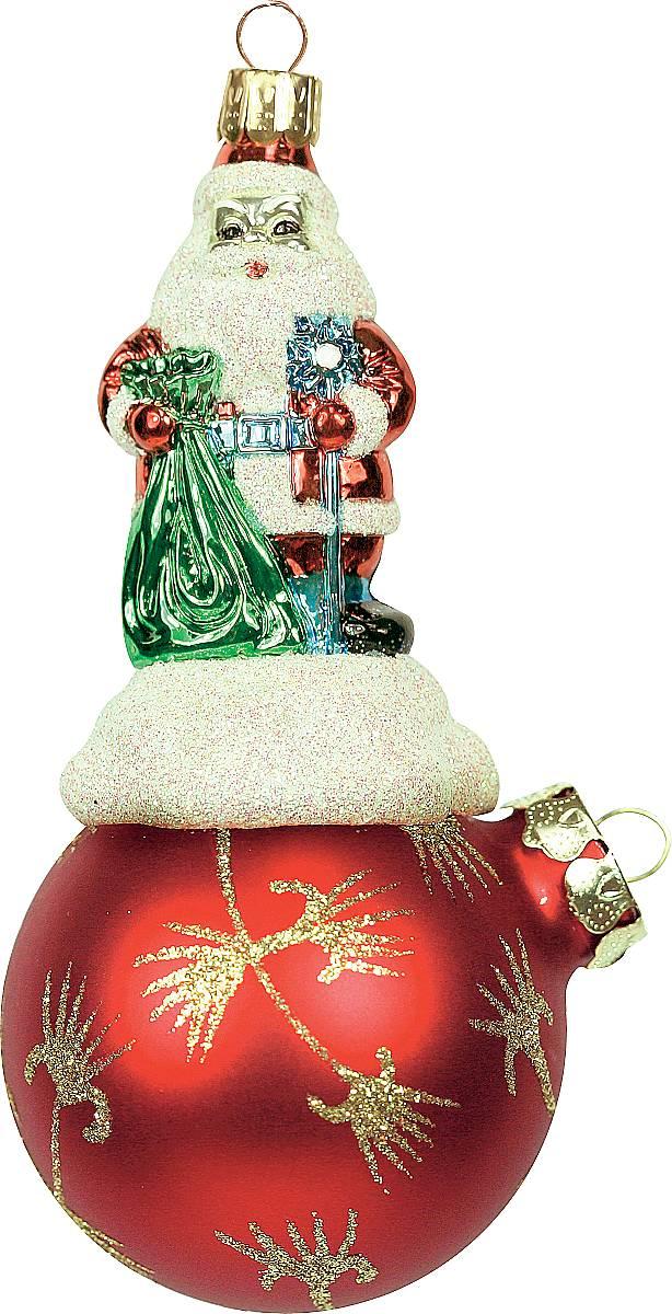 Украшение новогоднее подвесное Mister Christmas Дед Мороз на шаре, цвет: красный, золотистый, длина 11 см. BD 60-625BD 60-625/200Подвесное украшение Mister Christmas Дед Мороз на шаре представляет собой весьма оригинальную елочную игрушку 2 в 1. Это и классический елочный шар, и миниатюрная фигурка Деда Мороза. Изделие выполнено из качественного пластика и отличается прочностью и безопасностью. Матовые краски, блестки, крепления - все эти элементы декора долгие годы будут поддерживать идеальное состояние елочной игрушки. Украшение Mister Christmas Дед Мороз на шаре - это не просто классическая елочная игрушка. Оно может стать элементом праздничного декора, если установить на специальной подставке. В любом случае такая игрушка будет привлекать внимание и создавать праздничную атмосферу в доме или офисе.