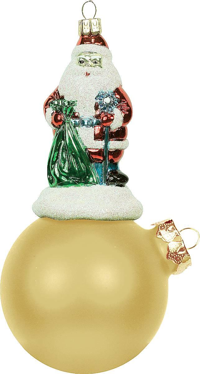 Украшение новогоднее подвесное Mister Christmas Дед Мороз на шаре, цвет: золотистый, длина 15 см. BD 80-103BD 80-103Подвесное украшение Mister Christmas Дед Мороз на шаре представляет собой весьма оригинальную елочную игрушку 2 в 1. Это и классический елочный шар, и миниатюрная фигурка Деда Мороза. Изделие выполнено из качественного пластика и отличается прочностью и безопасностью. Матовые краски, блестки, крепления - все эти элементы декора долгие годы будут поддерживать идеальное состояние елочной игрушки. Украшение Mister Christmas Дед Мороз на шаре - это не просто классическая елочная игрушка. Оно может стать элементом праздничного декора, если установить на специальной подставке. В любом случае такая игрушка будет привлекать внимание и создавать праздничную атмосферу в доме или офисе.