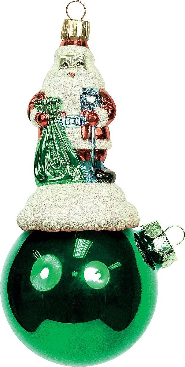 Украшение новогоднее подвесное Mister Christmas Дед Мороз на шаре, цвет: зеленый, длина 15 см. BD 80-202BD 80-202Подвесное украшение Mister Christmas Дед Мороз нашаре представляет собой весьма оригинальнуюелочную игрушку 2 в 1. Это и классический елочный шар,и миниатюрная фигурка Деда Мороза. Изделиевыполнено из качественного пластика и отличаетсяпрочностью и безопасностью.Глянцевая краска, блестки, крепления - все этиэлементы декора долгие годы будут поддерживатьидеальное состояние елочной игрушки.Украшение Mister Christmas Дед Мороз на шаре - это непросто классическая елочная игрушка. Оно может статьэлементом праздничного декора, если установить наспециальной подставке. В любом случае такая игрушкабудет привлекать внимание и создавать праздничнуюатмосферу в доме или офисе.